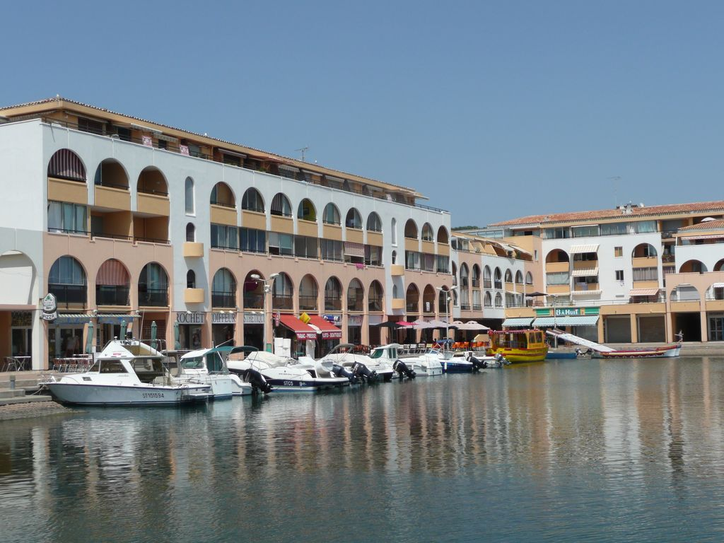 Appartement sete face la mer dans marina 5 personnes for Garage roux sete