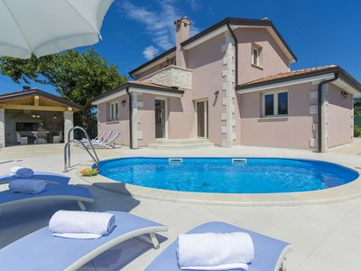 Photo for Luxuriously equipped villa with private pool offers you an excellent vacation