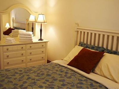 Photo for Huge Bedroom in a 3 Bedroom 1 Bath shared apartment!