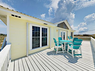 Deck - Welcome to Gulf Shores! The spacious deck offers seating for your group.