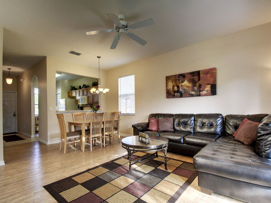 Regal Palms Holiday Townhome: Largest End Unit! New flooring--no carpet!