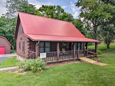Photo for Cozy Cabin w/ Screened Deck Near DT Sevierville!