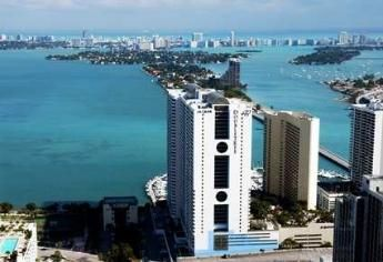 Photo for Luxury Downtown Bayfront Condo 5 Min to South Beach
