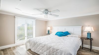 Photo for Your Vacation Oasis Awaits on Beautiful Longboat Key!