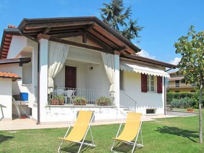 Photo for 2 bedroom Villa, sleeps 5 in Ripa-Pozzi-Querceta-Ponterosso with Air Con and WiFi