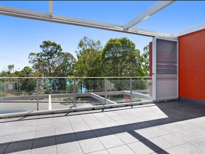 Photo for Fabulous centrally located  apartment with lovely views of Lake Macquarie NSW