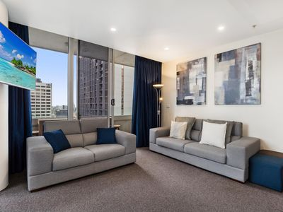Photo for Luxe Melbourne CBD Apartment with Gym and Pool