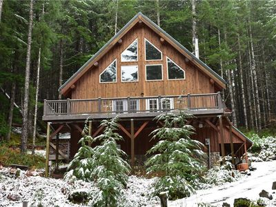 Photo for Tri-level 10-person Mountain Home near skiing & Mt Rainier NP