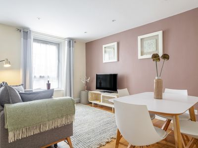 Photo for Stunning 2-Bed Flat 2 stops to Victoria Station