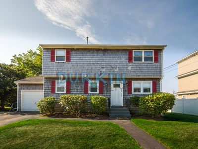 Spacious Colonial Home, Two Living Areas, Central Air Conditioning, Close to Beach
