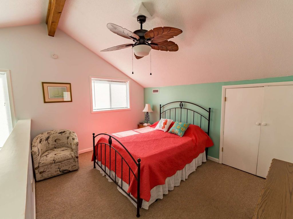 Right on the Beach! Oceanfront Family Friendly Rates, Small Building with Elevator