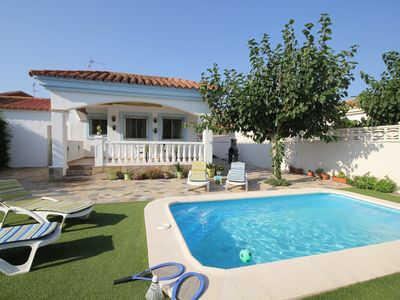 Photo for Nati: Private Pool, WiFi, A / C, 0,25 km to the beach, an official dog beach