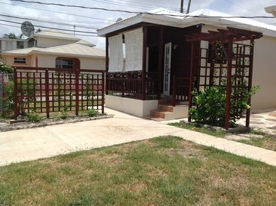 Beautiful cool breezy one bedroom cottage