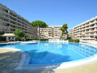 Photo for Catalunya 20:Terrace with view onto the sw.pools,green zone,close to beach-centre Salou-Optional AC