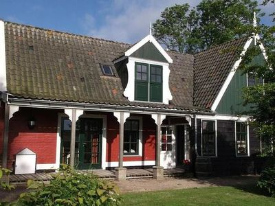 Photo for Charming holiday home with jacuzzi, located on a holiday park right on the Wadden Sea.