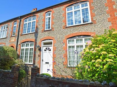 Photo for Victorian house in the centre of Sheringham, a stone's throw from the coast