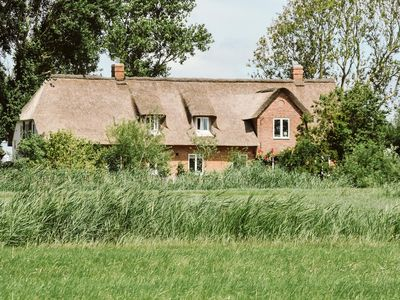 Photo for großzüg. Thatched cottage Alone, 400m², 7 bedrooms, 5 bathrooms, up to 16 persons