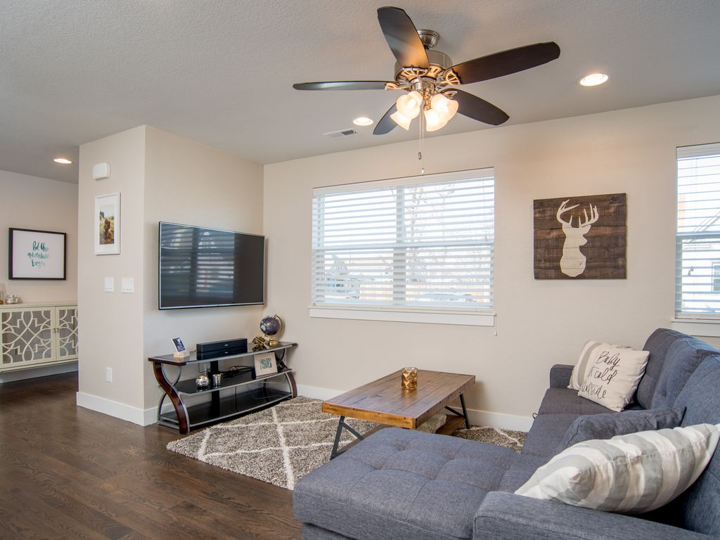 Property Image#3 2bd/2.5ba Baker Townhome W/Rooftop Patio