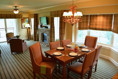 Spacious dining and family rooms with bay windows/views of the mountains & river