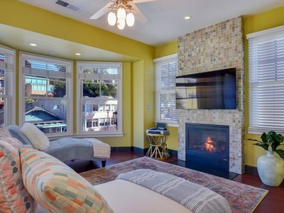 Vista Mare. Luxurious townhouse one block from the sand of Capitola Beach!
