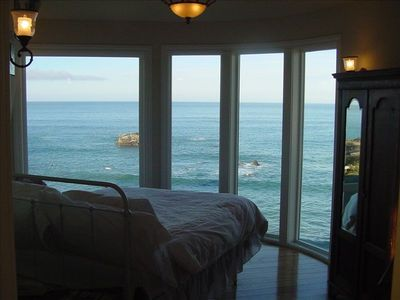 "The ""Cape Mendocino"" cabin, (1) queenbed and that ""VIEW"""