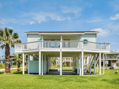 Photo for Cozy, dog-friendly beachside cottage w/deck & great beach views!