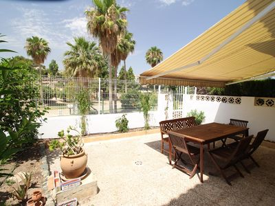 Photo for Central apartment with terrace and pool