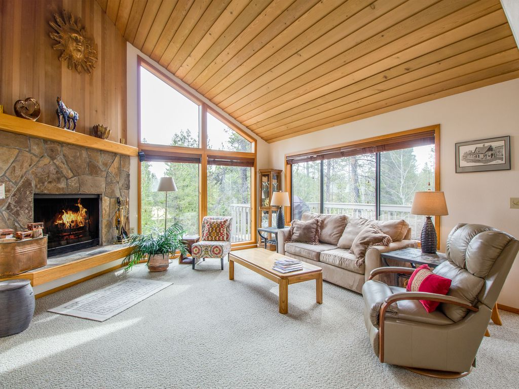 walk to fort rock park a c open floor plan wood fireplace red