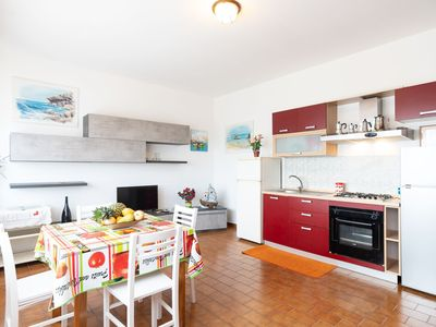 Photo for Idyllic Apartment with Garden, Terrace & TV; Pets Allowed