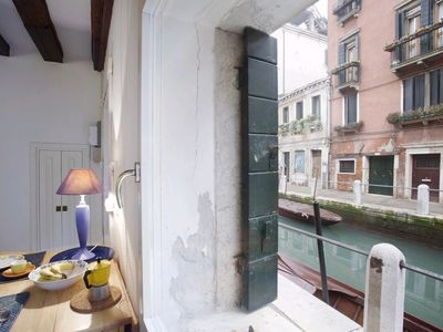 Photo for Romite: cozy little studio on a charming canal in the quiet Dorsoduro district