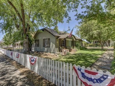 Pleasant Street Cottage ~ The Perfect Location with all the Comforts of Home