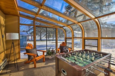 This 3-bedroom, 2-bath vacation rental home awaits you in Houghton Lake!