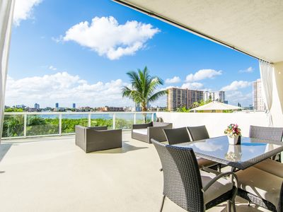 Cozy condo w/ terrace over the bay. 1/2 mile from the beach. WIFI, Parking