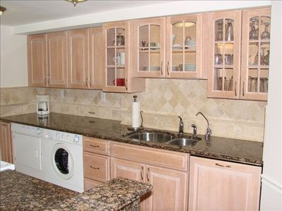 Renovated Full Size Kitchen, Granite Countertops, Front Loading Washer & Dryer