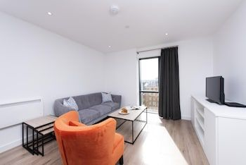 Photo for Modern one bed Apartment - Short Walk From Mailbox and Brindleyplace