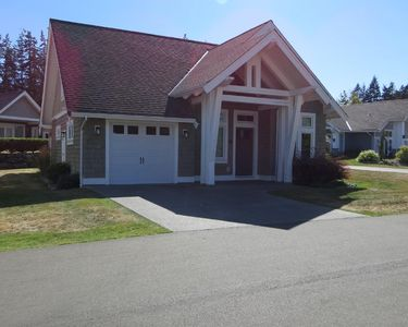 Photo for ~Down by the Bay Beach House~ Qualicum Landing 45