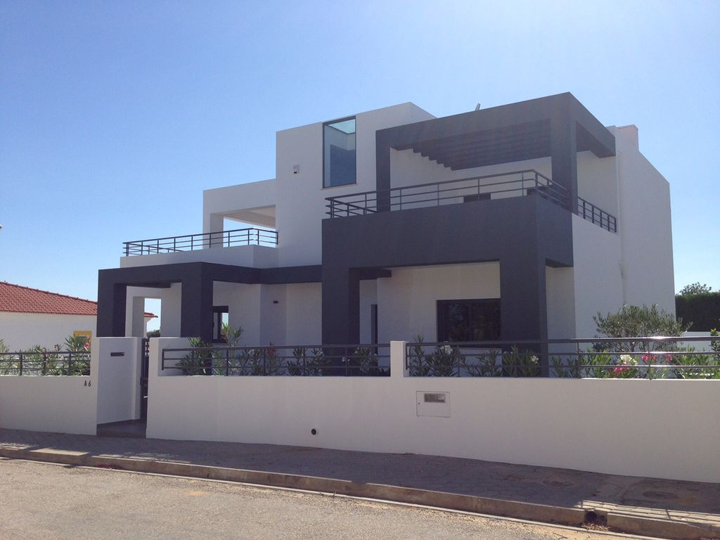 Modern villa sleeps 8 close to all amenities and 1315862