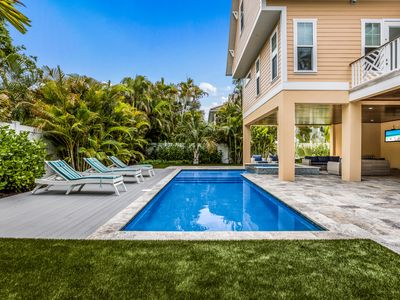 Photo for Pelican Paradise: Heated Pool, Hot Tub, Putting Green, Just 1 Block to the Gulf!