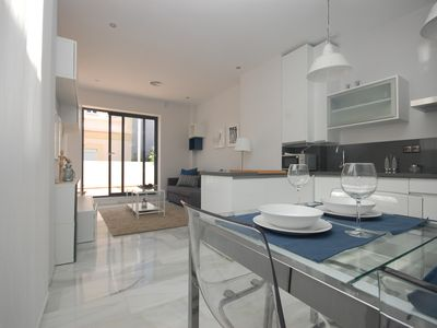 Photo for Apartment in the center of Seville with Internet, Air conditioning, Lift, Terrace (756523)