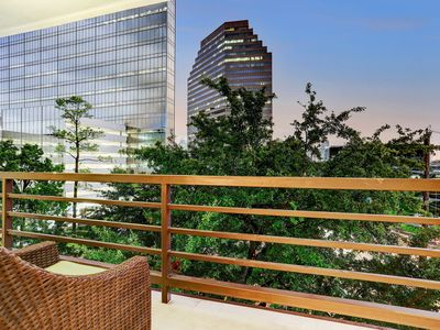 Photo for Lux Uptown Galleria Highrise - King Bed & City Views