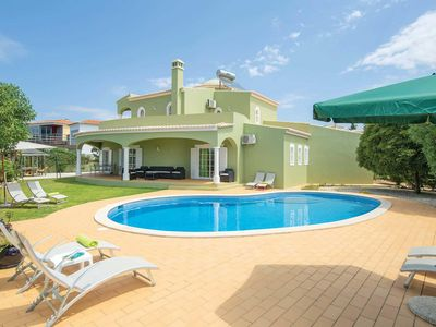 Photo for 4 bedroom Villa, sleeps 8 in Carvoeiro with Pool, Air Con and WiFi