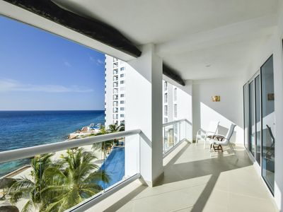 Photo for Enjoy Incredible Caribbean Views at the Luxurious Peninsula Grand (3A)