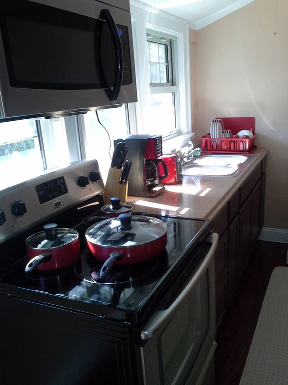 JV5   JARVIS VILLAS Edgewater Lakefront Park & Downtown Cleveland / Full Service