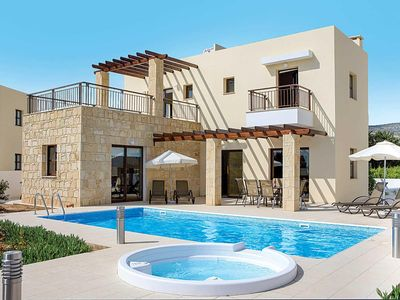 Photo for Comfortable villa with a pool with whirlpool and Wi-Fi, located close to a resort