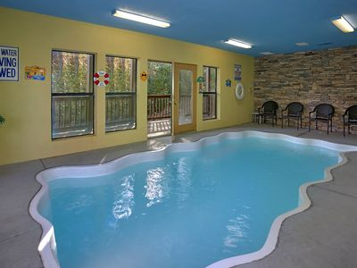 Photo for 4 bedroom private pool cabin in between Gatlinburg & Pigeon Forge  #409