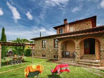 Photo for Apartment in Tuscan style with view of the hills and near a village