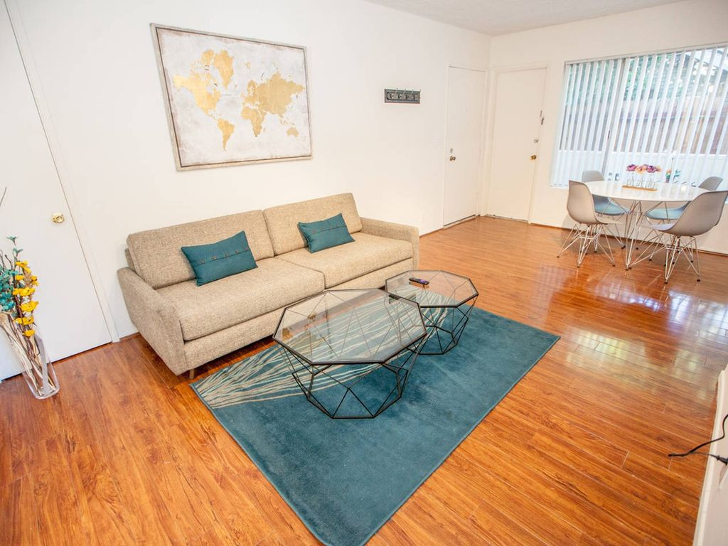 West Hollywood 2 Bedroom Apartment 2 0 Two Bedroom Apartment Sleeps 5 Los Angeles Los Angeles