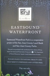 Eastsound Waterfront Park has easy beach access (right across the street)