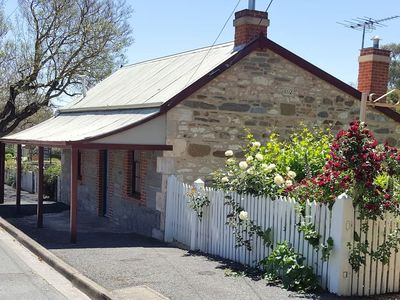 Fig Tree Cottage, charming 2 bedroom cottage. Historic 1843 cottage in the heart