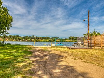 Photo for Lovely lakeside house w/ lake access, boat ramp, balcony - Dogs OK!